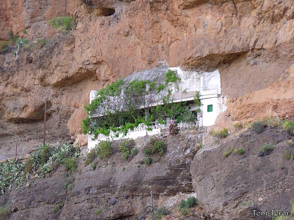 El reflejo de mi mirada casa incrustada en la roca for Casa la roca