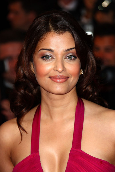 Aishwarya Rai Latest Romance Hairstyles, Long Hairstyle 2013, Hairstyle 2013, New Long Hairstyle 2013, Celebrity Long Romance Hairstyles 2240