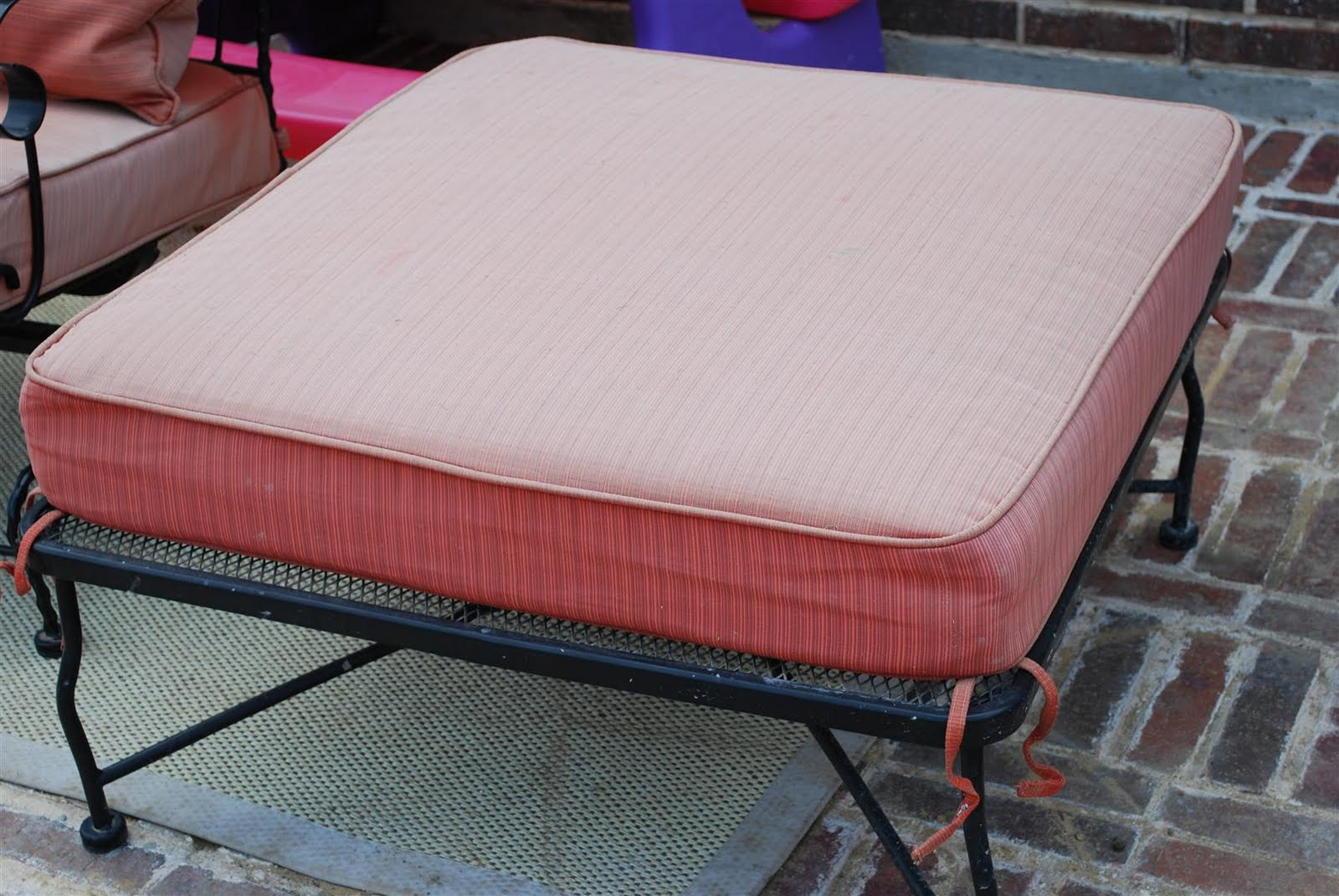 The only downside to reupholstering these chairs is the price of outdoor fabric and the time it will take for me to redo it all. Here is what my patio chair ... & craftyc0rn3r: Patio Furniture Reupholstering