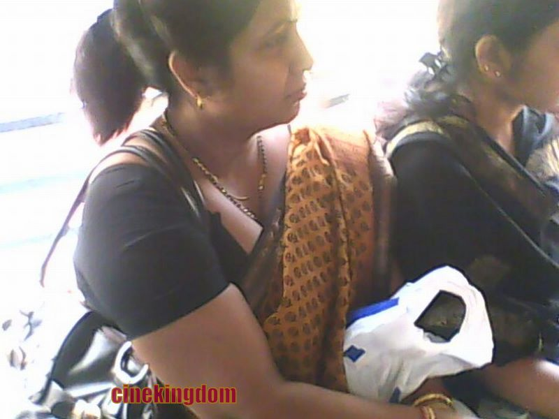 Aunties Hot South Boobs Show Sey Cleavage