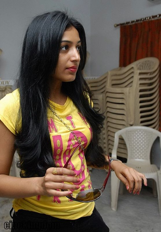 Hot Actress Padma Priya Cleavage Show unseen pics