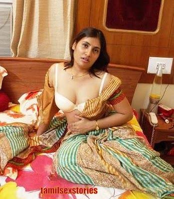 Hot Telugu Aunties Cleavage Show