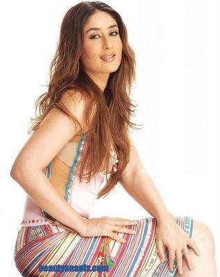 kissing images of kareena kapoor. Kareena Kapoor kissing
