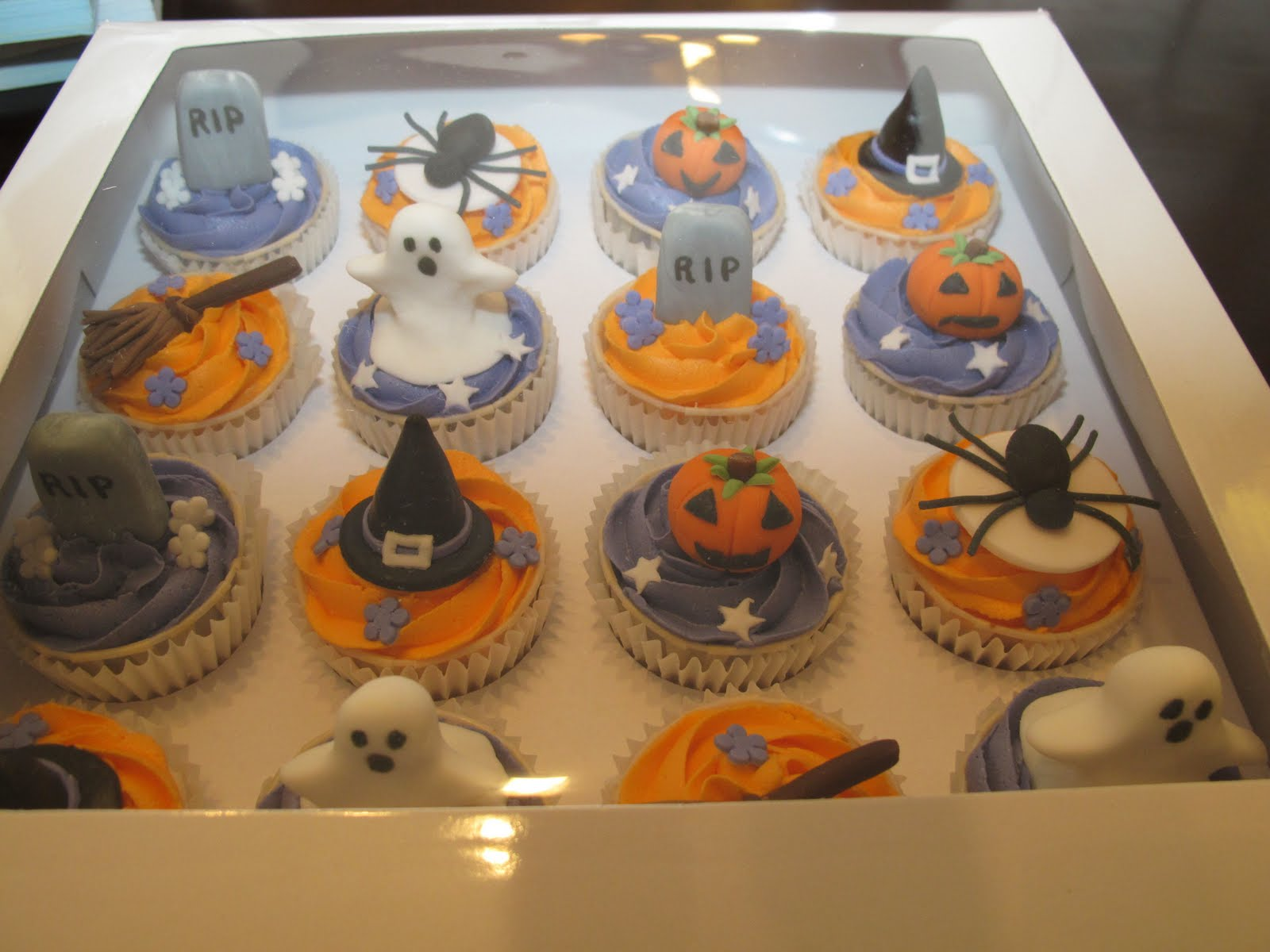 Halloween Cupcake Cake Decorating Ideas : Pink Oven Cakes and Cookies: Halloween cupcake ideas