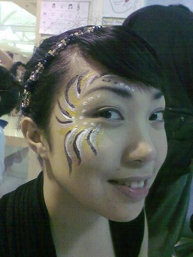 [masskara2009.festival+queen+black+white+gold+with+tiara]