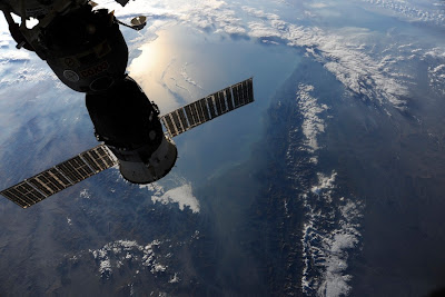 5197444580 bb96c62967 b Foto Foto Stasiun Luar Angkasa NASA Terbaru 2011