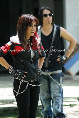 Stacy feat. Adam - Menggegar Dunia MP3
