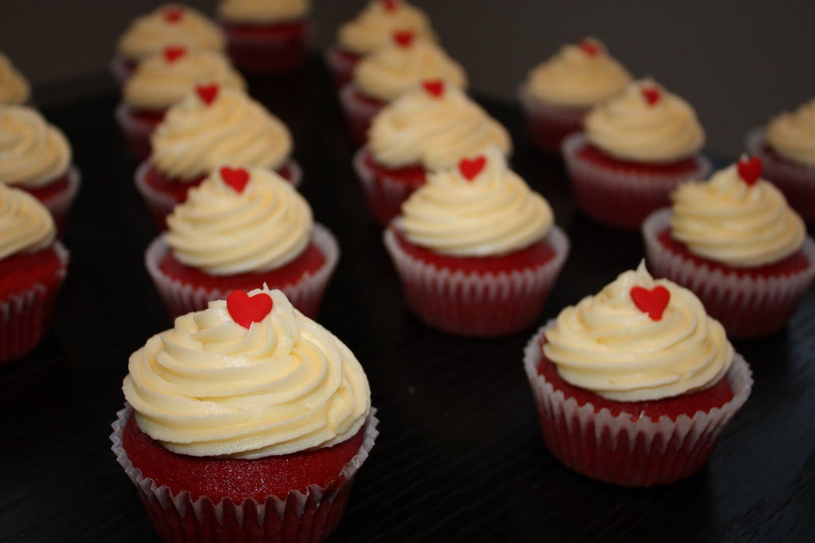 ... red velvet cupcakes red velvet cupcakes with cream red velvet cake