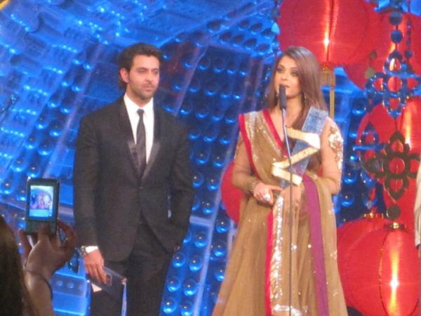 Aishwarya Rai And Hrithik Roshan At Zee Cine Awards 2011