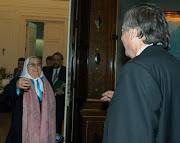 Hebe entra a la Casa Rosada