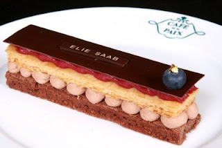 [Podium+Elie+Saab+Cafe+de+la+Paix.JPG]