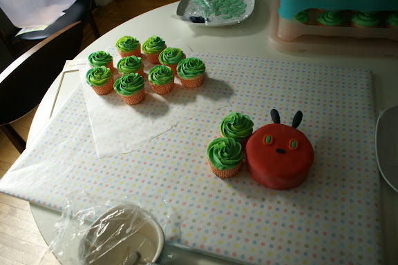 very hungry caterpillar cake cupcakes by coco cake land