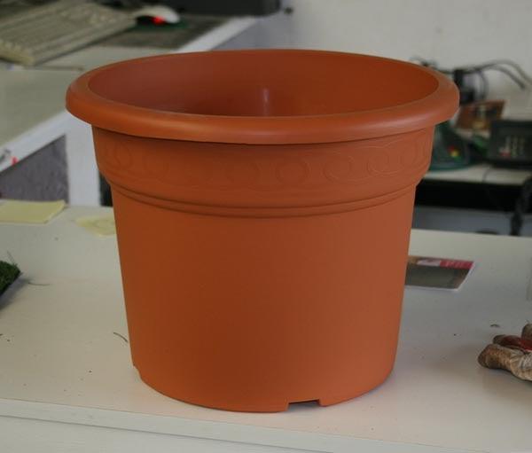 Complementos casa y jard n macetas de pl stico maceta for Casas de plastico para jardin