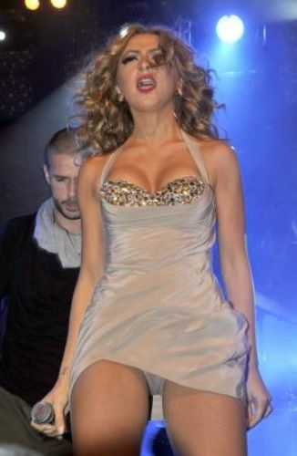 Frikik+Ciplak web'ten hobiler: 1 Kasım Antalya konseri Hadise frikik ...