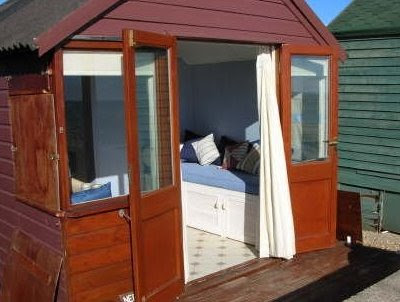 The hots for beach huts completely coastal for Beach hut interiors
