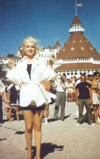 Marilyn Monroe beach scene in Some Like it Hot