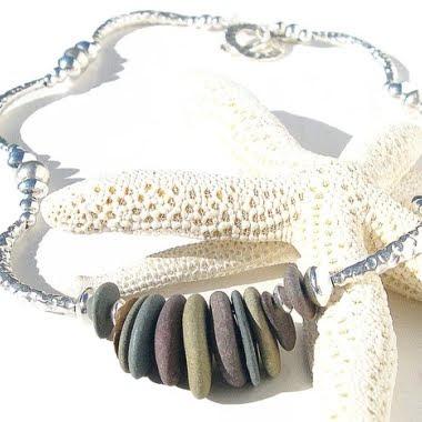 jóias feitas com pedras praia