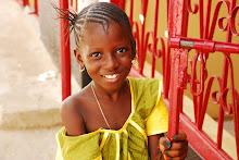 Söt gambisk flicka