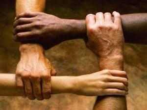 manos unidas para simbolizar este pacto y la inclusión del diferente