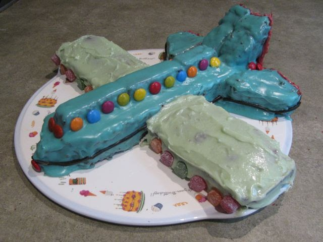 Green Gourmet Giraffe Airplane Cake for Dash