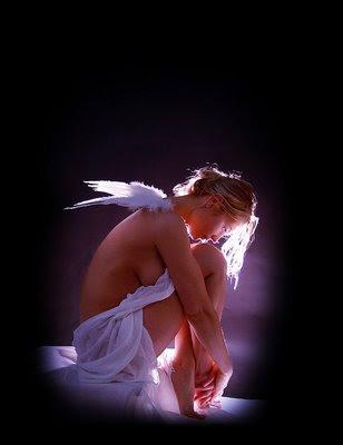 lindo anjo de luz, triste,pensativo,silêncio perfeito