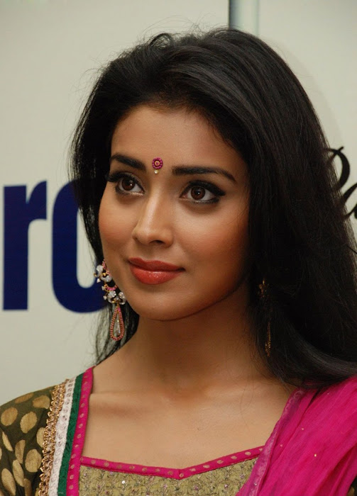 shriya xclusive actress pics