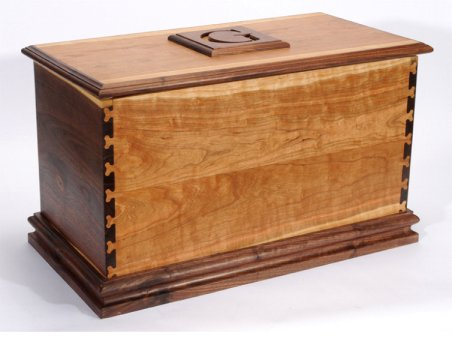 Free Woodworking Plans: How To: Blanket Chest or Toy Box Plans