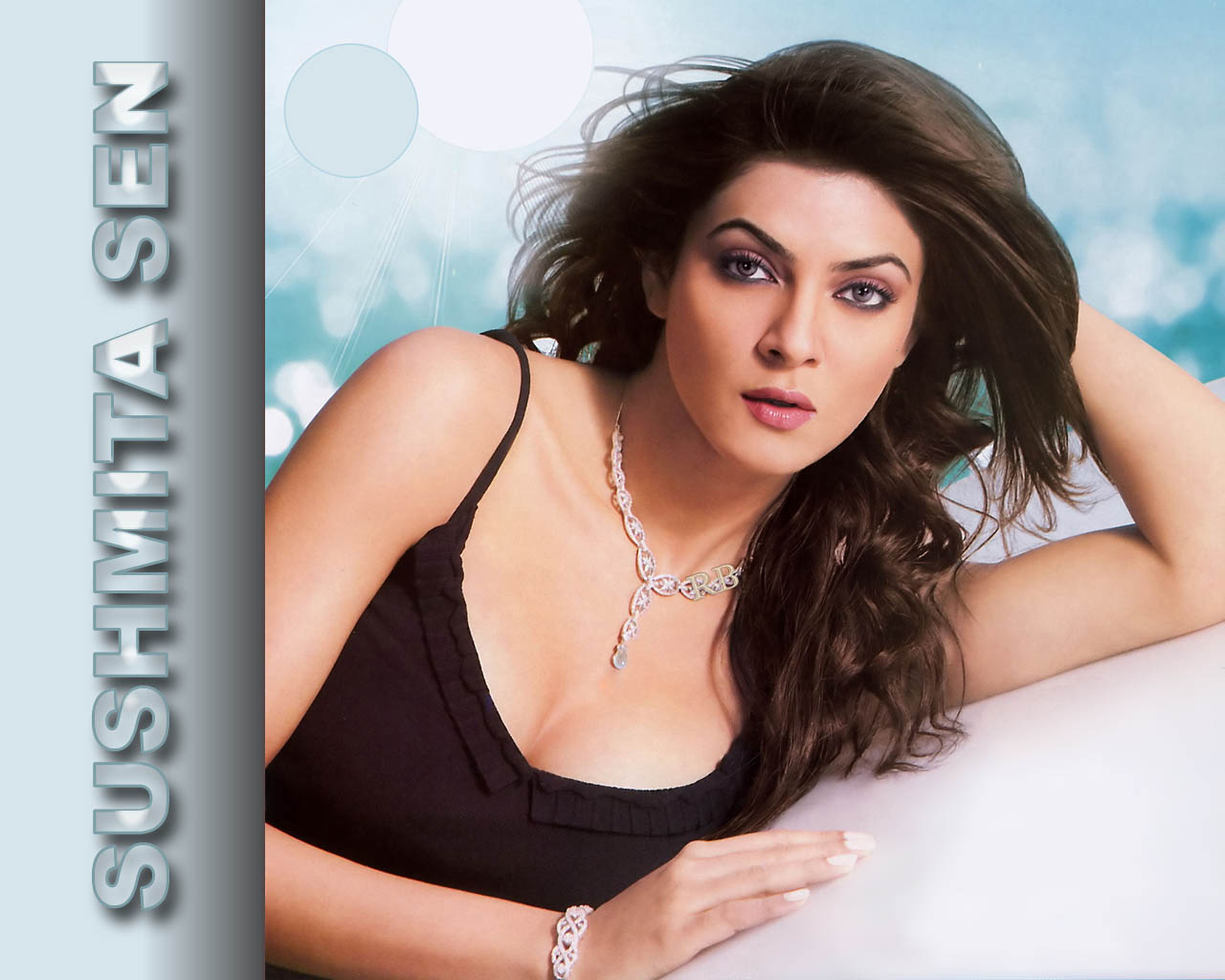 Bollywood actress Sushmitha sen Wallpapers. For All Indian Hot sites Links