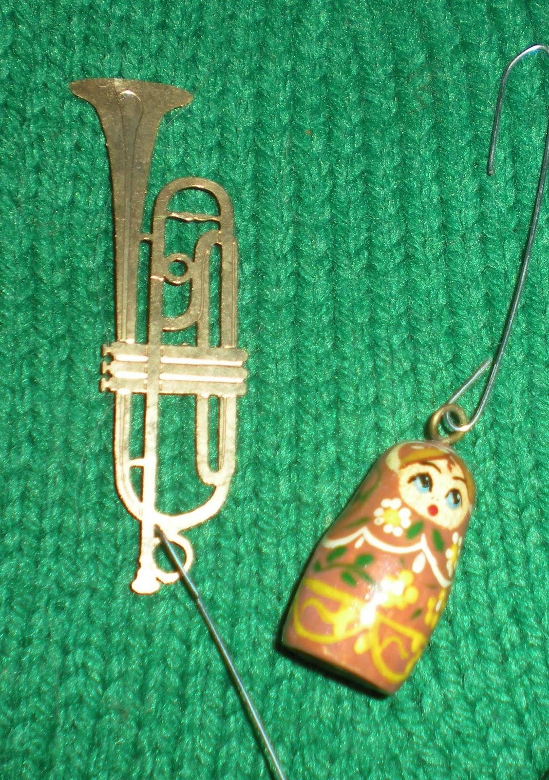 http://1.bp.blogspot.com/_qefC8FCB4oU/TSs76Rzl2hI/AAAAAAAAPVs/oj86TlYCoxo/s1600/ornaments.jpg