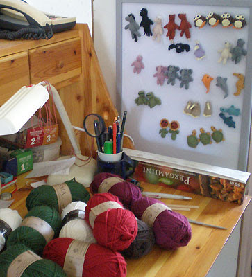 animal fridge magnets owls foxes kiwi birds elephants turtles etc plus yarn