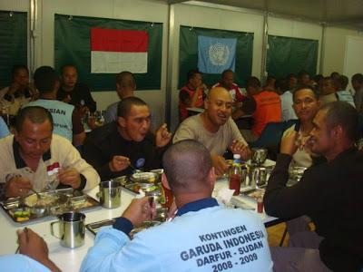 Suasana di Dining Hall FPU, dalam suanana santai setelah penat bertugas