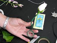 техника сборки бутоньерки