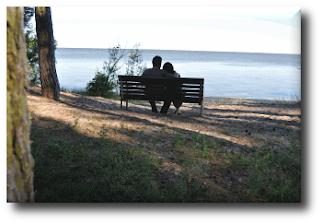 Ławeczka,..bo czasami trzeba się zatrzymać, usiąść i zapatrzyć w horyzont.