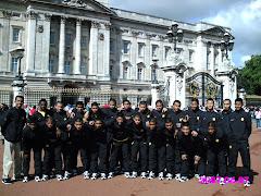 Bersama pasukan Malaysia U15 depan Buck P