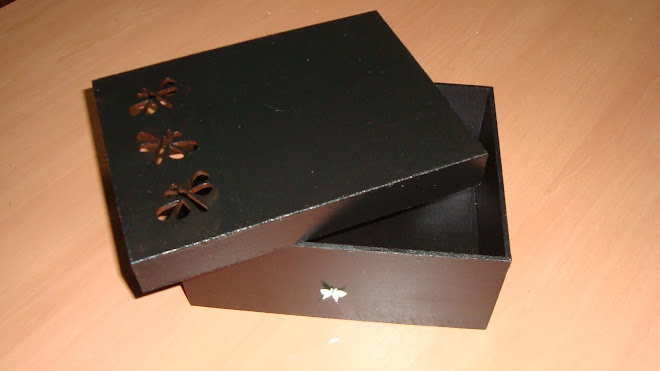 Caja mediana calada con libelulas