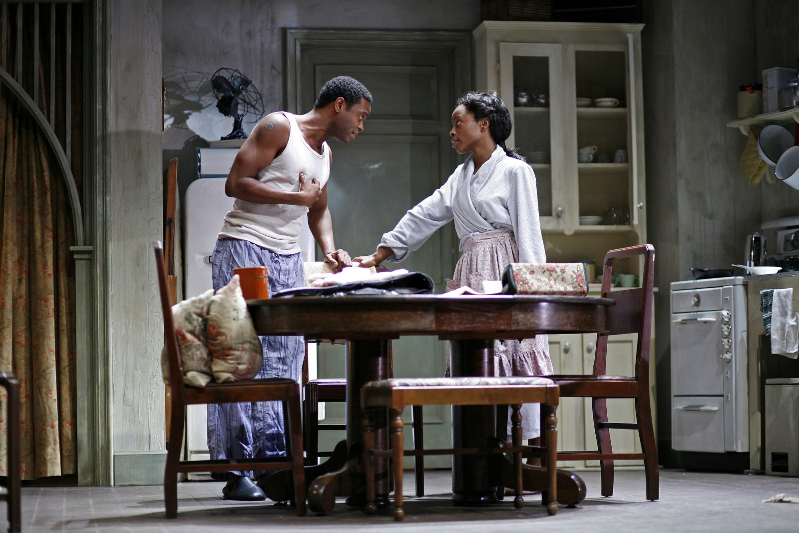 compare contrast a raisin in the What's the difference between a raisin in the sun the play and a raisin in the sun the movie.