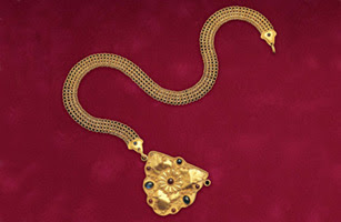 goldsmith Akelo's necklace
