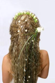 Модельна зачіска для дівчат з