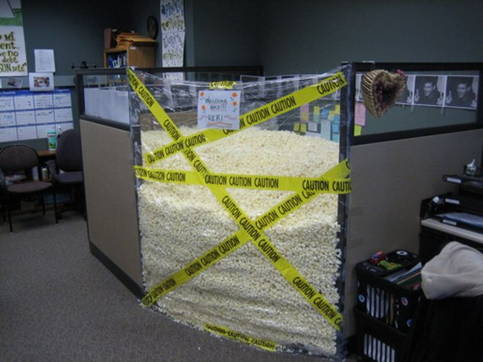 Awesome Office Cubicle Pranks 21 Pics Curious Funny