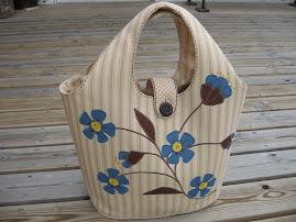 Blåblommig väska