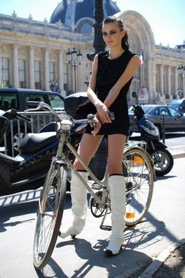 Ljepotice i bicikli Bike_chanel_model-thumb-380x567