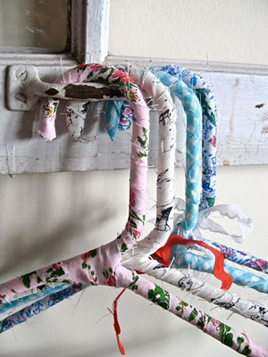 diy_tutorial_craft project_fabric wrapped hangers