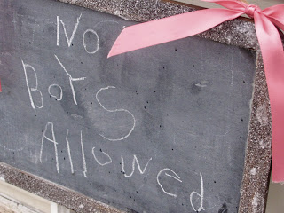 http://1.bp.blogspot.com/_qrmhCvYgxHU/TRxwWebB4NI/AAAAAAAAEIQ/E-5n8hh-Ego/s1600/no+boys+allowed+sign+1.jpg