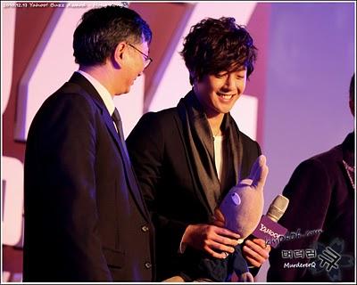 kim hyun joong ganador de los premios yahoo! asia buzz awars 2010 Kim+hyun+joong+buzz+1