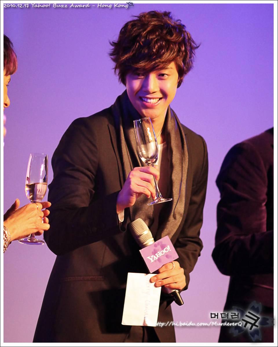 kim hyun joong ganador de los premios yahoo! asia buzz awars 2010 Kim+hyun+joong+buzz+4