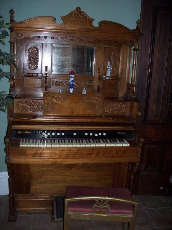 Old victorian house 1800 39 s pump organ for Classic house organ sound