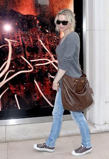 Renee Zellweger wear a Prada bag