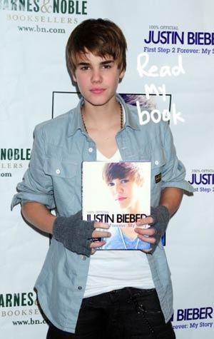 justin bieber signature autograph. Justin Bieber signs autographs