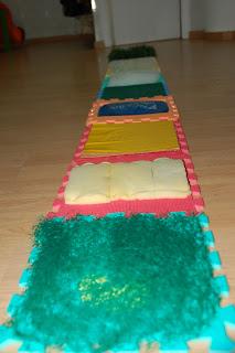 Hasta la luna y volver jugamos a sentir alfombra de texturas - Alfombra actividades bebe ...
