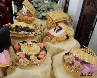 HHantaran Perkahwinan Siti Nurhaliza & Datuk Khalid | GUBAHAN HANTARAN | Hantaran Perkahwinan | hantarankahwin.com |  barang hantaran perkahwinan | BUTIK HANTARAN | Hantaran kawin &tunang | Contoh gubahan hantaran | WEDDING FAVORS, Gifts, Flowers, Hantaran, Gubahan PERKAHWINAN